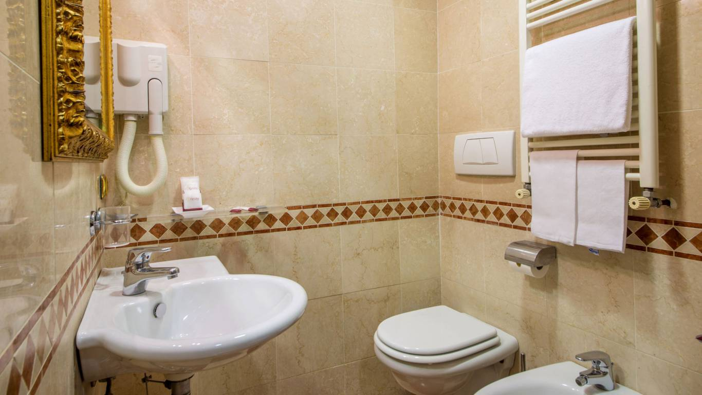 hotel-del-corso-roma-camera-21