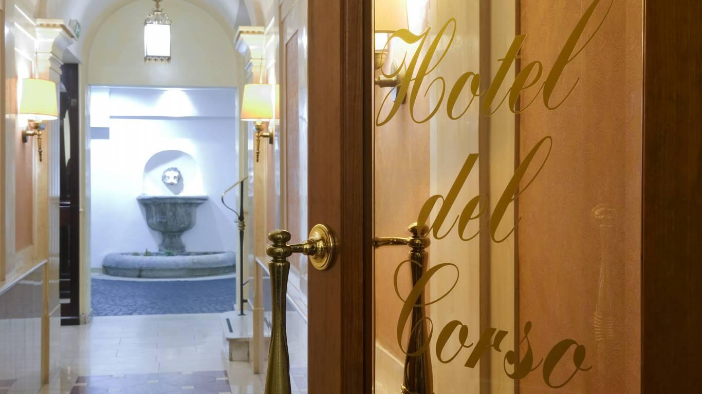 hotel-del-corso-rome-external-05