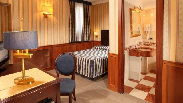 hotel-del-corso-roma-camera-01