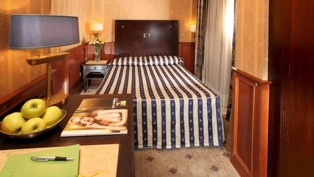 hotel-del-corso-roma-camera-02