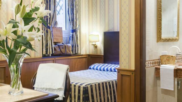 hotel-del-corso-roma-camera-10