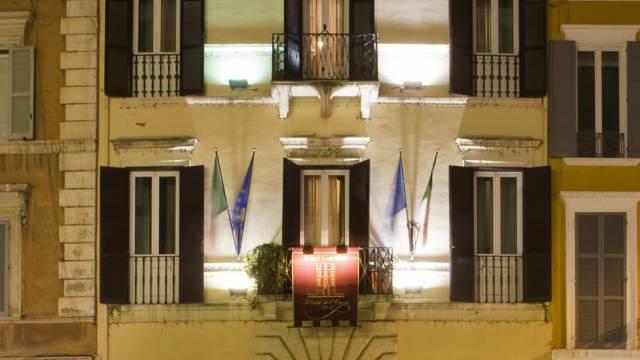 hotel-del-corso-roma-esterno-02