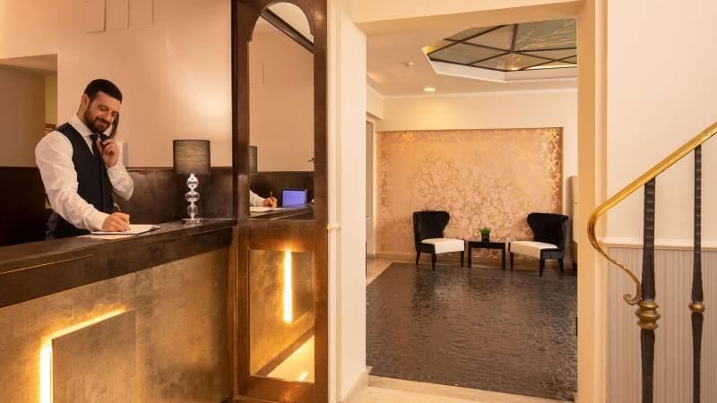 Hotel-del-Corso-Roma-Gallery-2021-reception-IMG-3395