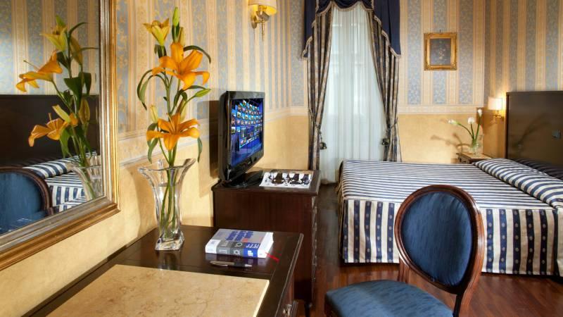 hotel-del-corso-roma-camera-06