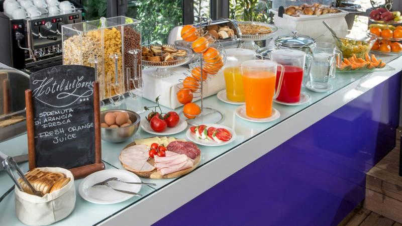 hotel-del-corso-rome-breakfast-01